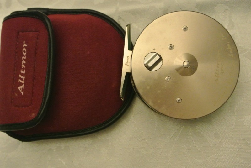 Daiwa Alltmor 300 3.5 inch fly reel with pouch.